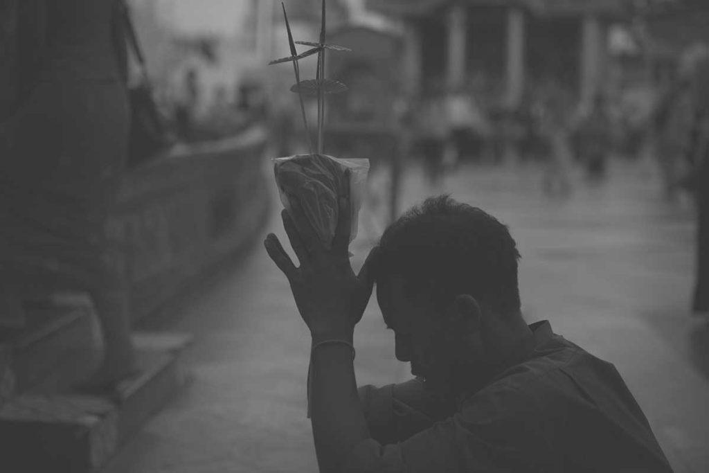praying in Shwedagon Pagoda