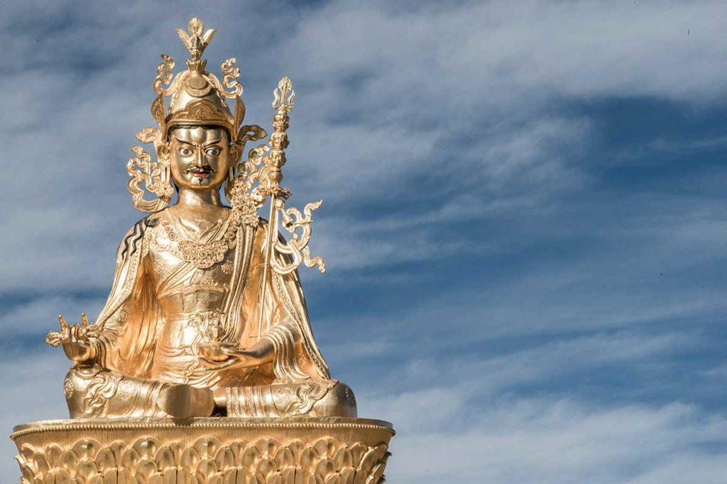 statue in yar chen gar